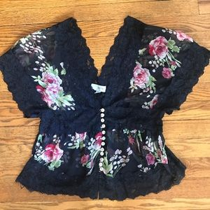 Amazing lace and floral print top!