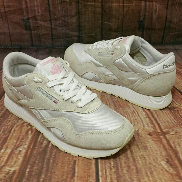 Reebok Shoes - REEBOK Classic Nylon Suede Shoes Wo s 8 white pink 835558f62