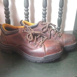 Safety toe work shoes