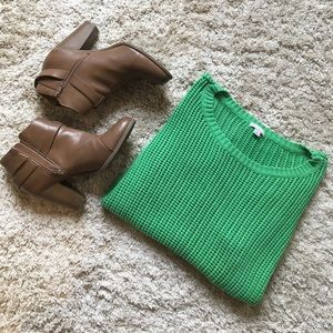 Sunday Funday! Beautiful Green Scoop Neck Sweater