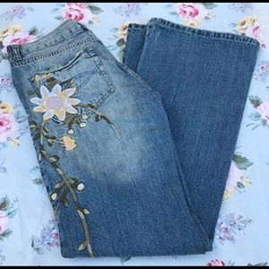NWOT Abercrombie & Fitch floral embroidered jeans.