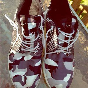 HP🎉Men's 9 Women's 10 1/2 Nike Camo Roches🐼🖤