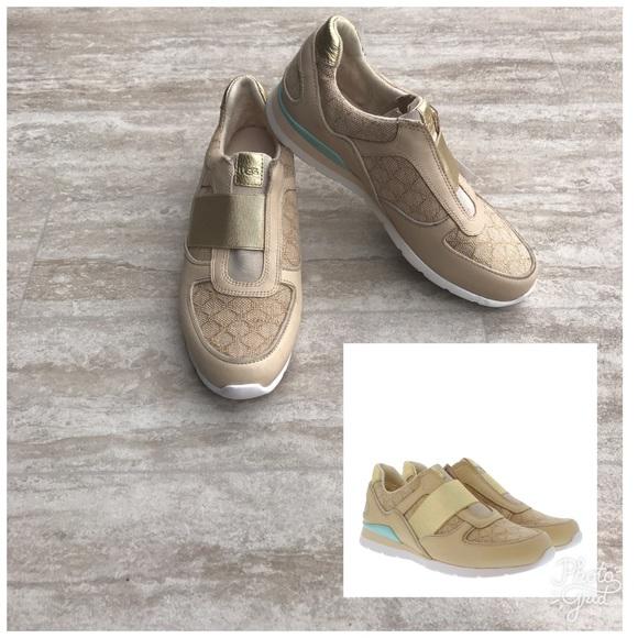b64bcfff408 Ugg Annetta sneaker Gold Slip On tennis Shoes Sz 7