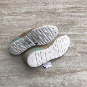 dad356e5d52 Ugg Annetta sneaker Gold Slip On tennis Shoes Sz 7