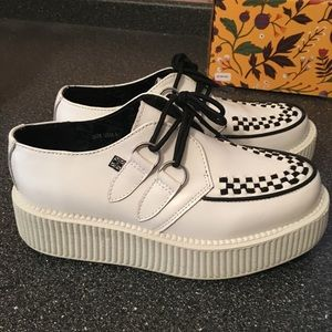 TUK white creepers