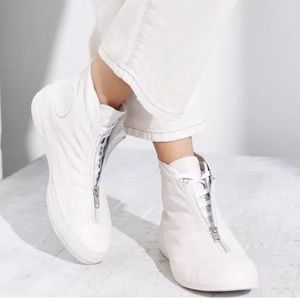 Converse All Star White Leather High Top Shroud