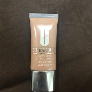 Clinique stay matte oil free makeup 09 neutral