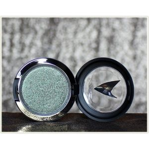 Mac presses pigment Star Trek bird of prey