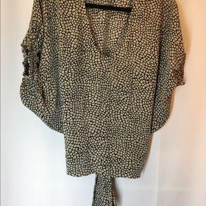 Diane von Furstenberg silk black/beige blouse. b