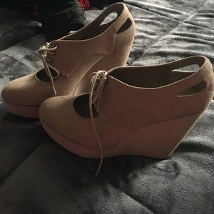 Suede wedged shoes