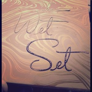 The Wet Set By Kylie Cosmetics