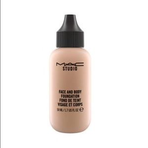 Mac • studio face and body foundation N5