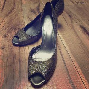 Liz Claiborne peep toe heels 8.5