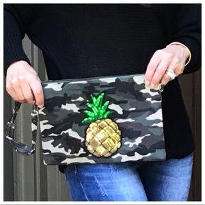 Handbags - 🆕 Paris camouflage pineapple bag