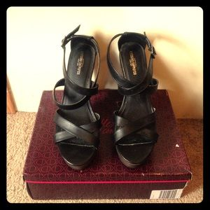 Mossimo supply co black and grey heels 👠