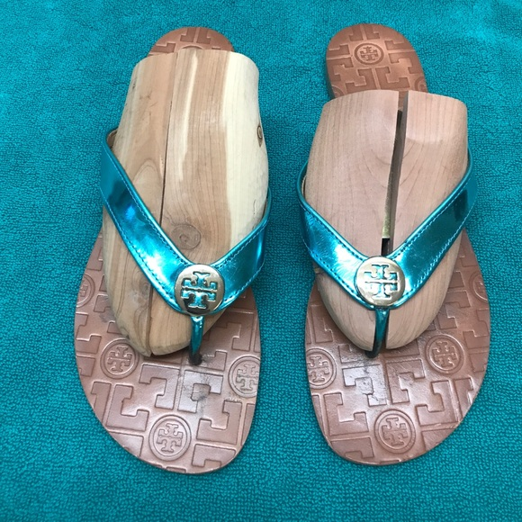 e5bffe8d459b9 Tory Burch Thora Leather Thong Sandals. M 59c438ee7f0a05b002026862