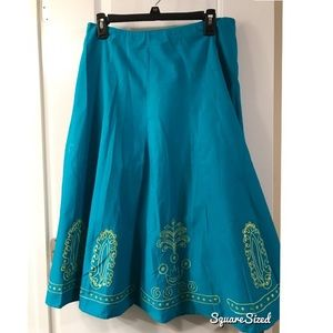 NWT Turquoise embroidered skirt Size 8 EUC