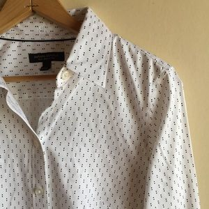 Banana Republic buttondown shirt • non-iron