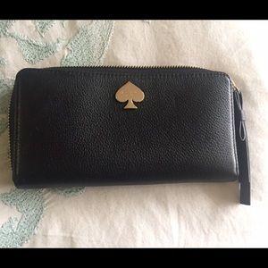 Kate spade wristlet wallet. Fits an iPhone 6.