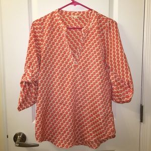 XS patterned blouse with V-neck cut like new!