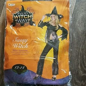 Halloween Costume: Sassy Witch