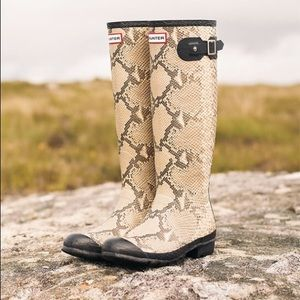 Carnaby Snakeskin Natural Rubber Rain Boot Sz 6