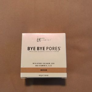IT Cosmetics Bye Bye Pores. Medium shade.