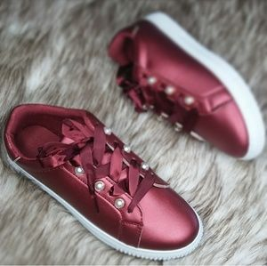🆕//The kelsey// Burgundy lace up Sneaker