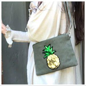 Handbags - 🆕 Paris pineapple clutch