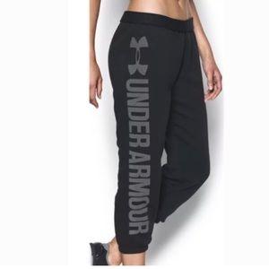 UNDER ARMOUR Women's Favorite Fleece Capri Pants L