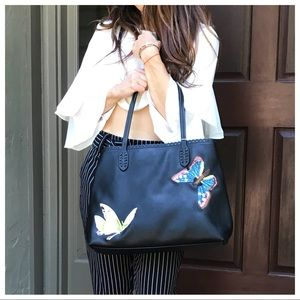 Handbags - 🆕 Paris embroidered tote