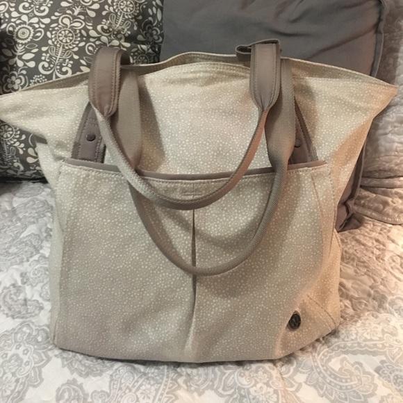 00664ba528 lululemon athletica Handbags - Lululemon Live Free Tote in Freckle Flower  Bag