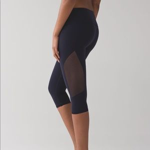 NWT Lululemon Reveal Crop Midnight Navy Size 2