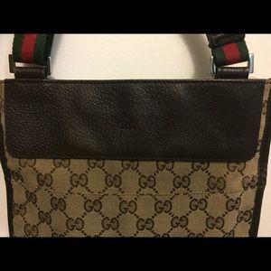 Gucci Messenger Bag. (Authentic)