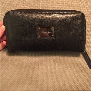 Kenneth Cole large zippered wallet