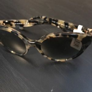 Tory Burch sunglass