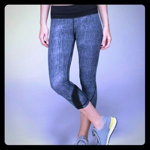 Lululemon inspire crop all luxtreme burlap black