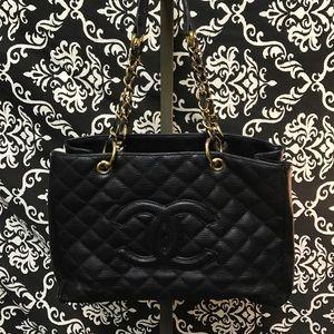 Womens Vintage Black Chanel leather Designer Purse