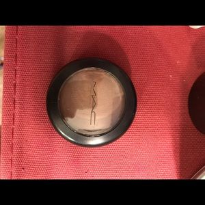 """Mac cosmetics cream color based in shade """"root"""""""