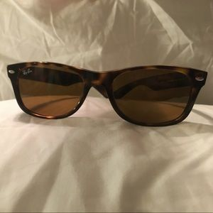 Ray Ban Wayfarer sunglasses tortoise small