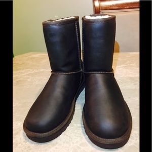 Ugg classic short leat leather boots