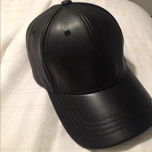 Faux leather cap 🆕