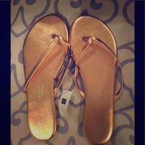 Gap gold leather flip flops