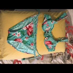 Betsey Johnson bikini 👙 size M