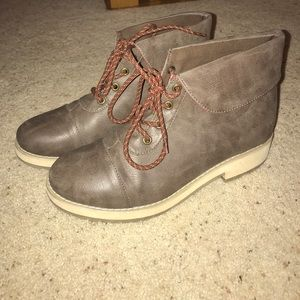Urban Outfitters boots sz 9