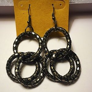 Jewelry - Dark metallic silver earrings