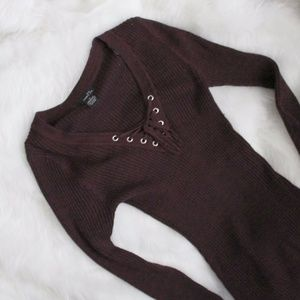 Marled burgundy maroon ribbed lace up sweater M