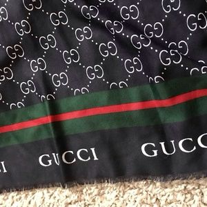 Classic Gucci navy blue scarf