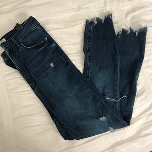 High Rise Distressed Jegging