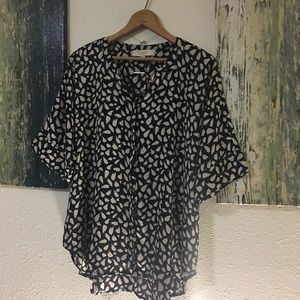 Loft by Ann Taylor Navy and Cream Patterned Top